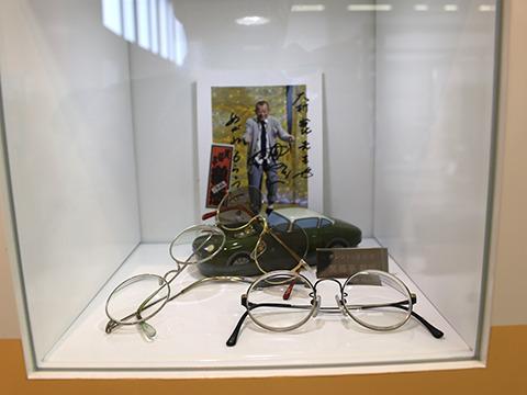 フレームを見ただけでわかる、笑福亭鶴瓶師匠の眼鏡。