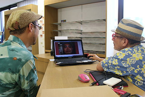 その場で眼鏡無しの顔写真を撮って、専用の眼鏡選びソフトで確認。