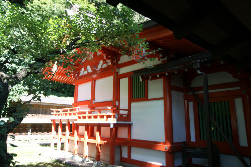 その本殿は正和5年(1316年)の建立で、鎌倉に現存する最古の木造建造物だ