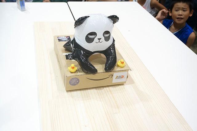 このロボットにして、この後ろの男の子の表情(地上空母+べつやくパンダ(tomorrow56))