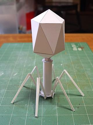 おおーT2! (ところではんこのほうは頭部を正30面体で作ったが、先のサイトの管理人・土屋さんによれば正しくは正20面体とのこと。よってこちらが正しいのです)