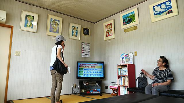 ユックリ見ていって、と地元の人。この辺りの人はみんな池田修三さんの絵が好きらしい。