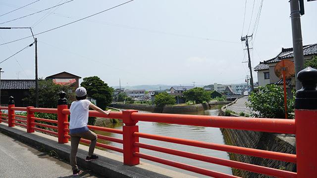 スッキリ晴れていると「秋田富士」と称される美しい鳥海山が見える。しかしこの日は薄雲がかかってて見えず。残念。