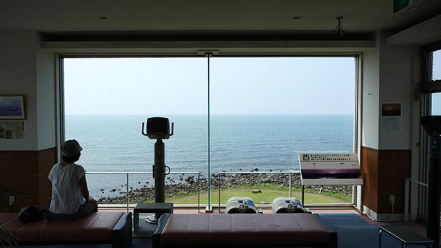 反対側には綺麗な日本海。