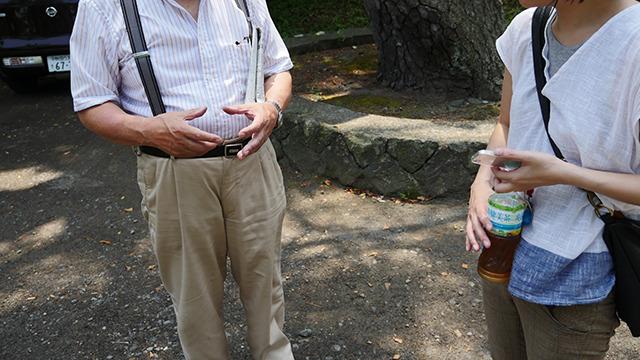 ガイドしてくれたおじちゃんも大きさを教えてくれる。さてなんでしょう。