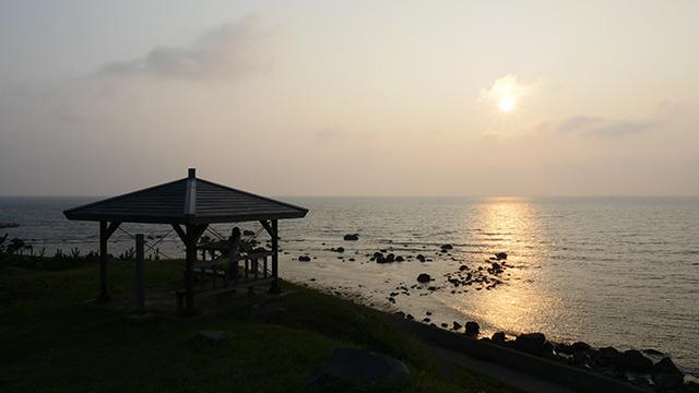 夕日を眺めながら食べた。トロトロのクリームと太陽が同じ色だった。