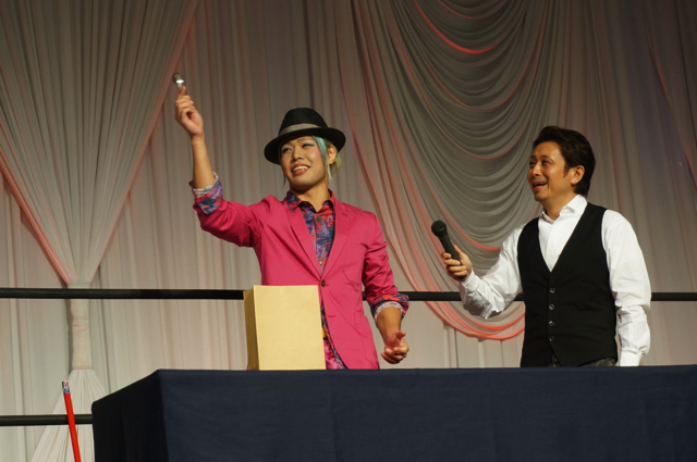 続いてはヨースケ♡サンタマリア選手によるマジックショーが