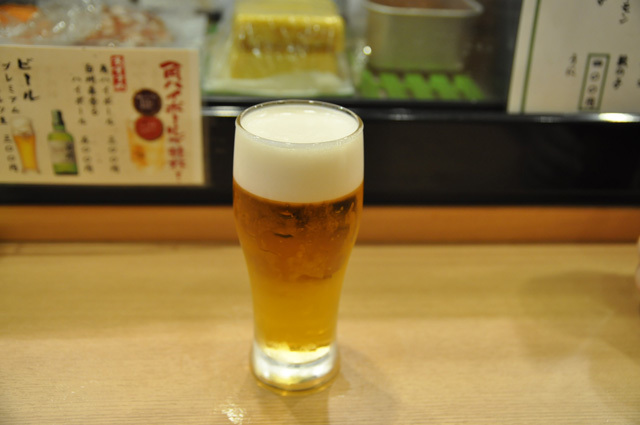 まずはおビール(300円)と
