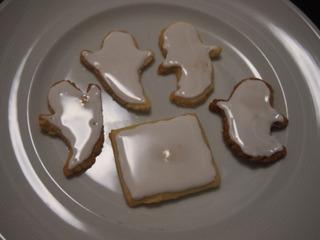 普段からアイシングクッキーを作っている方から見たら、非常に拙い出来だとは思いますが、どうか広い心で遠目にご高覧ください。