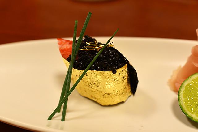 拝みたくなる寿司! 一貫一万円である。