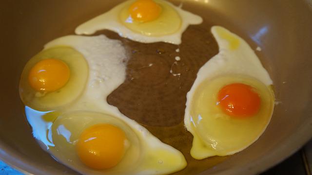 朝ごはんの目玉焼きに私のだけ最高級卵を使う