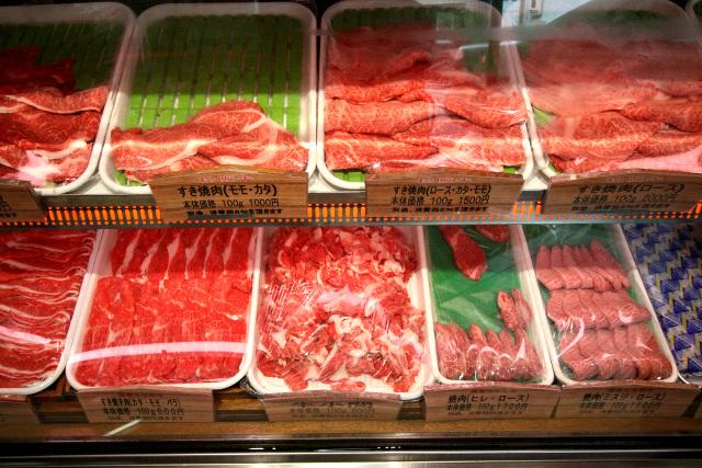 美しい色のお肉がずらりと並んでおり思わずツバを飲む