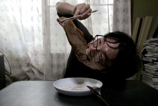 一度やってみたかった、ステーキ丸齧り