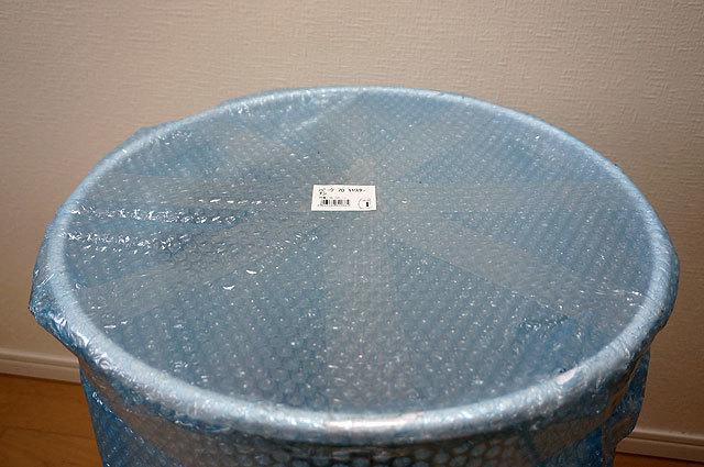 「米」の形に巻かれたテープが、米国のApple Computer製品であることを主張している。