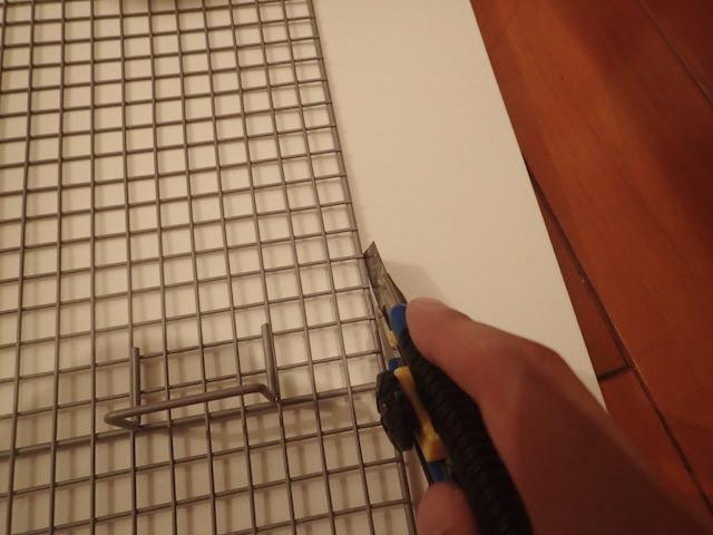 ルンバの側面とだいたい同じような幅で切りとる。