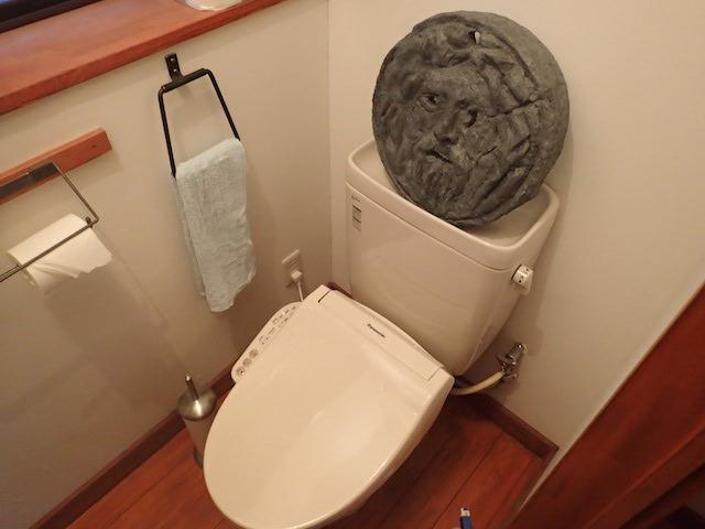 トイレに置いてみた。