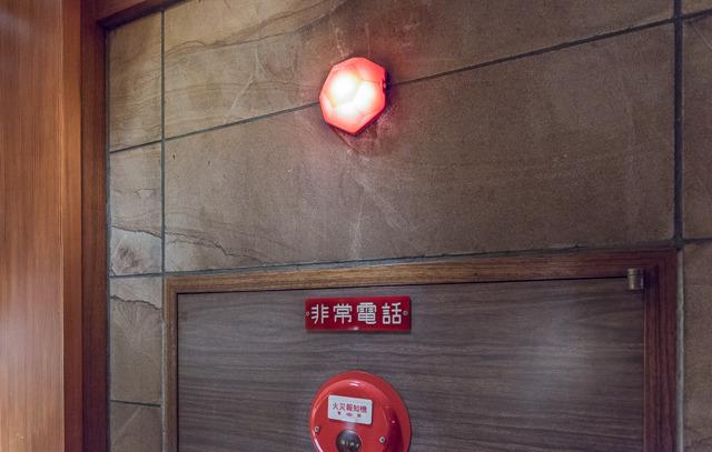火災報知器のランプにまで統一的にモチーフが施されていたりする。これにはびっくり。そしてかわいい。これもう使わないんならほしい。