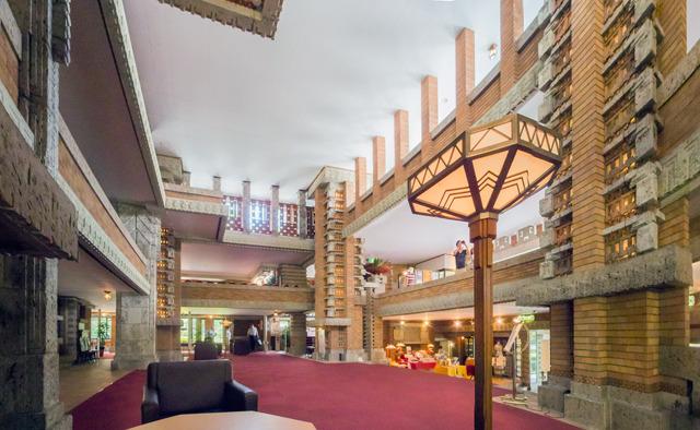 内部。この「ザ・石造り」すごい。しかし関東大震災にもしっかり耐えたという。これが日本で最初の近代的なホテルだったのだ。