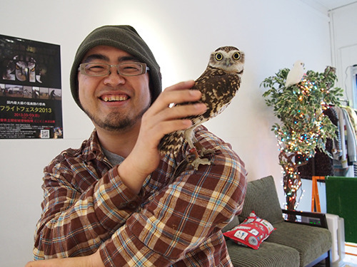 I bet you can't keep from smiling  while looking at this adorable burrowing owl.