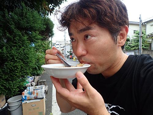 レンゲで食べるのが、食べにくくて楽しい。