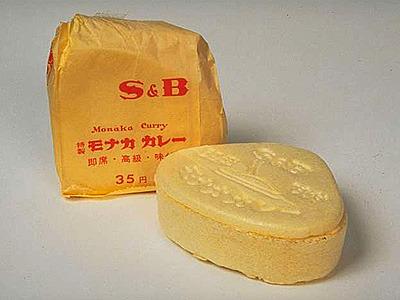 昭和29年発売されたモナカカレー。モナカでとろみをつける即席カレー。昔はこんな物も販売されていた。身近な企業の歴史は調べると楽しい。
