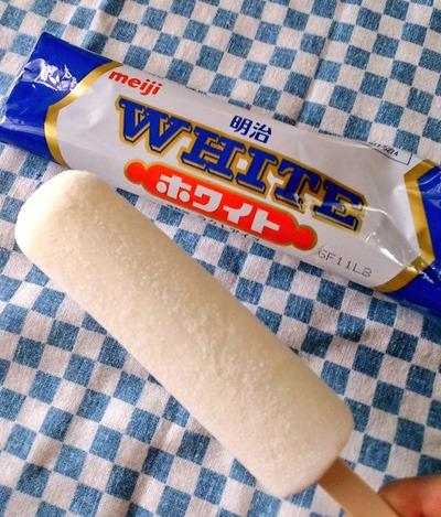 こちらはミルク味のアイスキャンディ。投稿者の chinenchiakiさんも「これって沖縄だけで売ってるんだろうか。」と
