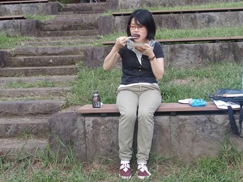 外で食べてみました。