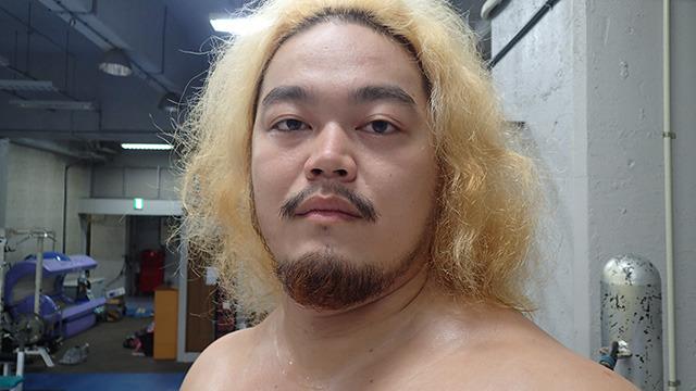 同じくオフの福田選手。親戚に一人くらいいる何やってるのかわからない人、という印象。