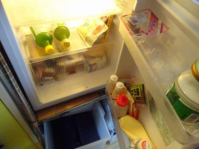 冷蔵庫はがらがらだった