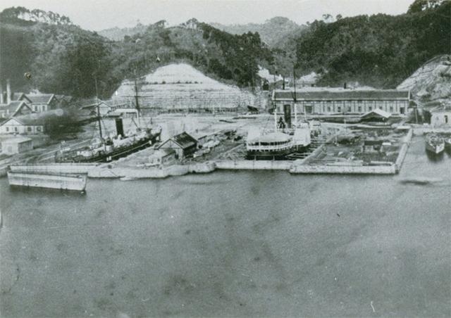明治時代初期の横須賀造船所のドライドック (提供:横須賀市役所)