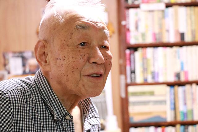 さかもとけんいちさん92歳。おそらく日本で一番年よりの古書店主ではないかとご自身は言う。