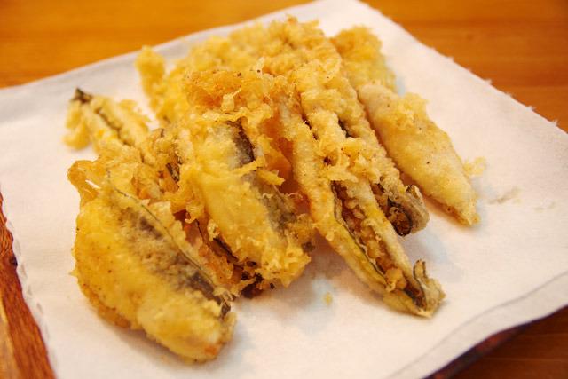 サクッと軽く揚げたい天麩羅には、タンパク質の少ない薄力粉を使う。アナゴが好きです。