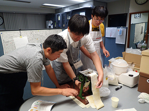 普段の講習会では丸山さんが麺作りの道具を貸してくれるのだが、無理をいって使い慣れている『家庭用製麺機』というものを持参させてもらった。