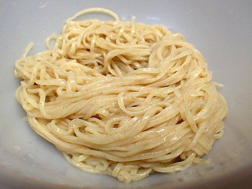 日本製粉のゆめ星(小麦はゆめちから)90%に、石臼挽きのゆめかおり全粒粉を10%配合という夢の競演。一口食べて全員がうまいと絶賛。国産小麦らしい旨味の広がりが素晴らしい!