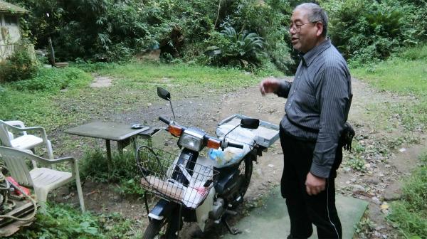 愛車の原付バイク。ボロボロだったが、自分で全部直して乗っている。