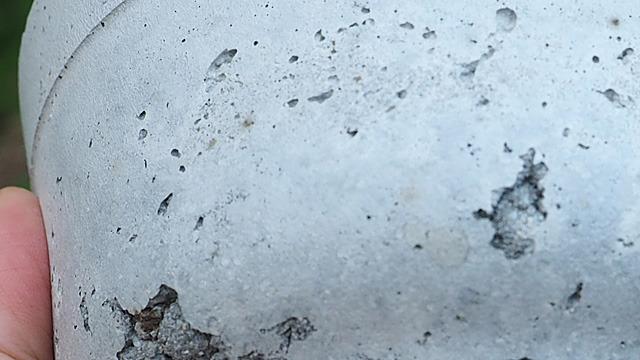 そして、所々に集めてきた茶色の土が見えて面白い。