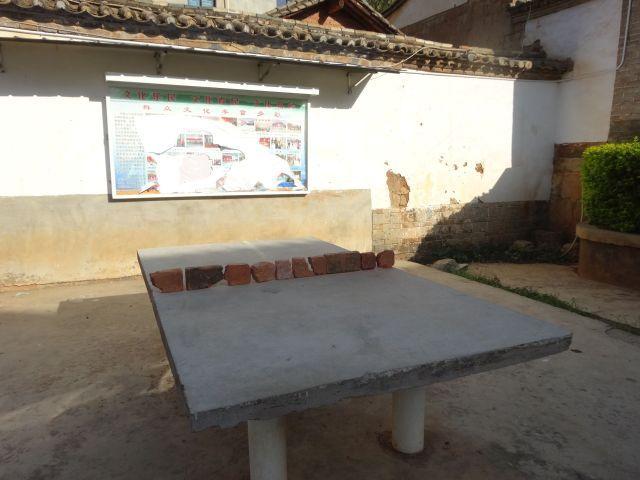 回覧板を貼る板もあったが、それよりも卓球台が素敵すぎた。