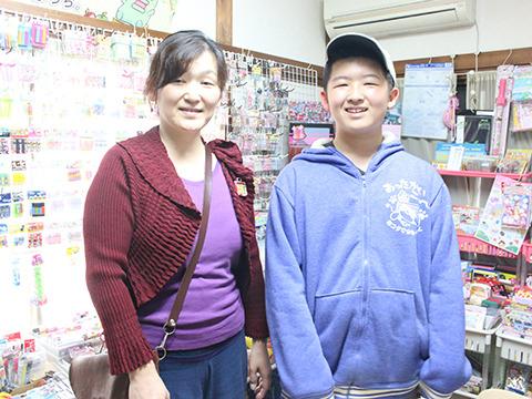 お母さんと、健太郎くん。でかい。小学六年生で身長は170センチ。