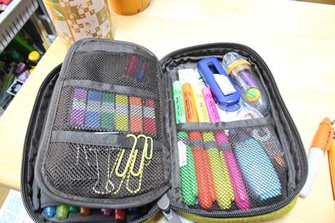 付箋やマーカー、鉛筆削り、消しゴムなど。どれも文房具好きなら「ほほう」とニヤつくぐらい心得たチョイス。