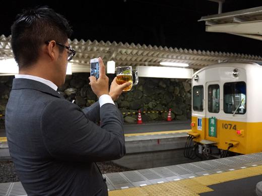 列車とビールが似ている、というのだった。ほら泡まで立って!とのこと。