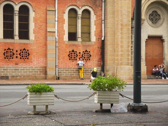 教会の周辺は地元の人にとっても撮影スポット。