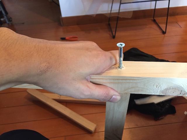 背負子と障子をくっつけるためのフレームを角材で作る。