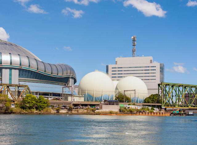 京セラドーム大阪のとなりに、しれっと理想の構造体。しかもみっつも。
