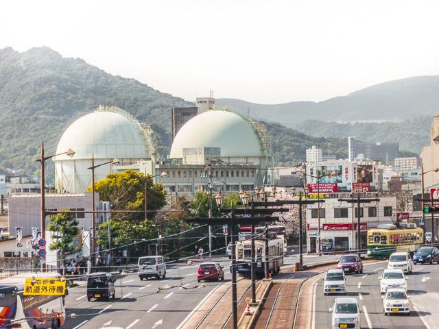 こちらは長崎駅からほど近い場所にいらっしゃるガスタンク。路面電車と球体の組み合わせが旅情をかき立てる。「ぶらり日本一周・ガスタンク紀行」とかやりたい。