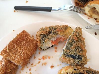 あと、サンドイッチとネギトロ海苔巻きも美味しかった。豚の脂身は一口だけならなんとか。