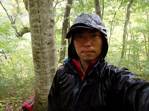 汗と雨で服の中までグッショリだよ。
