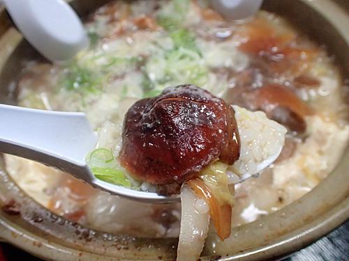 私が見つけた(ここ大事!)シイタケとたっぷり採れたナラタケで作った塩味の鶏雑炊。クセが全くないキノコのダシが最高!