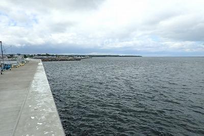 海へ着くころには厚めの雲が…。寒い!