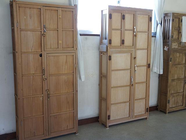 側面。この扉の開き方、これはもしやあの方々が・・・