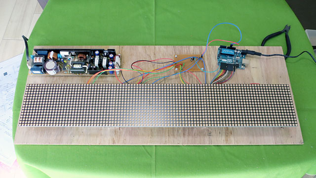詳しい作り方は省略するが、最終的にこういう感じで仕上がった。私の場合は、Arduinoというマイコンボードを使ってLEDの制御を行う構成に